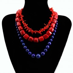 Colliers en pierres et perles